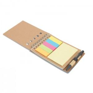 Jegyzetfüzet tollal és jelölők
